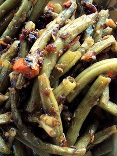 Fresh Green Bean Recipe (Pioneer Woman)<--- These are so good! I made them whenever I make green beans!