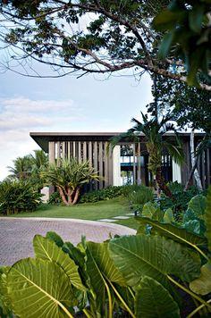 Decoration Beach House in Trancoso architect design Deborah Aguiar (Photo: Marco Antonio / Handout) Villa Design, House Design, Modern Tropical, Tropical Houses, Design Exterior, Interior And Exterior, Events Place, Farmhouse Landscaping, D House