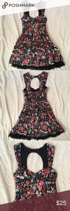 🆕Floral Dress with Keyhole back Free People Floral Dress with keyhole back size 0. Darling details on this number. Love it, just a little too small for me now. No trades no modeling, yes reasonable offers. Not ModCloth, just tagged for similarity. ModCloth Dresses Mini
