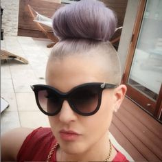 Kelly Osbourne racist to Latinos? Shaved Sides, Half Shaved, Shaved Hair, Undercut Hairstyles, Cute Hairstyles, Undercut Women, New Hair, Your Hair, Hot Haircuts