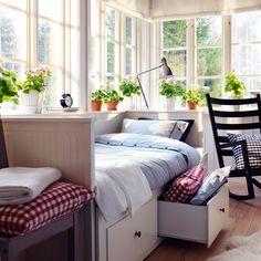 Struttura letto divano HEMNES bianca con cassetti, e copripiumino e federe NYPONROS bianco/blu