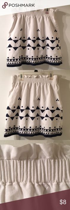 J Crew White & Black cotton skirt Size 6. Adorable skirt with elastic waist. Comfy cotton lining, no pockets.  Great for spring & summer. J. Crew Skirts