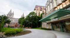 Több mint hatmilliárdból fejleszt a Danubius Hotels Budapest, Sidewalk, Hotels, Mint, Group, Mansions, House Styles, Modern, Home Decor