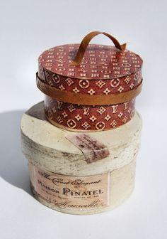 Hat boxes by ChristelJensen on Etsy Vintage Hat Boxes, Antique Boxes, Vintage Luggage, Pretty Box, Altered Boxes, Tin Boxes, Dose, Keepsake Boxes, Trinket Boxes