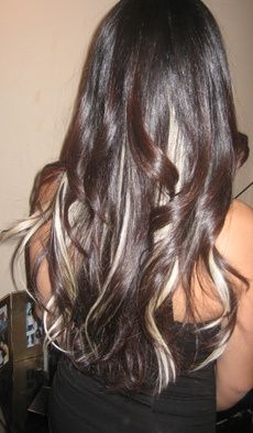 Dark hair and blonde highlights Love Hair, Gorgeous Hair, Beautiful, My Hairstyle, Pretty Hairstyles, Wedge Hairstyles, Blonde Underneath, Highlights Underneath Hair, Dark Hair With Highlights