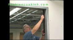 Bạn đang quan tấm đến bản lề thủy lực lắp cho cửa gỗ nhà mình mà chưa biết các lắp đặt như thế nào. Xem thêm các bước chi tiết tại đây : http://phukiencuakinh.com/cach-lap-dat-ban-le-thuy-luc-cho-cua-go.html  Qua video này chúng tôi sẽ hưỡng dẫn giúp cho bạn cách lắp đặt bản lề thủy lực cho cửa gỗ 1 cách đơn giản nhất, đúng kỹ thuật nhất.  Hiện nay có rất nhiều bản lề thủy lực có thể lắp được cho cửa gỗ, mỗi loại bản lề có tải trọng riêng phù hợp với độ rộng , tải trọng cân nặng cho từng…