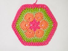 African Flower Hexagon Crochet Tutorial.    This was a really nice tutorial -- easy to follow and makes a lovely result!