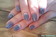 Solid nail coating of gray