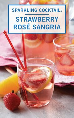 Learn how to prepare this easy Sparkling Strawberry Rose Sangria recipe like a pro. Gold Drinks, Pink Drinks, Summer Drinks, Pink Sangria, Berry Sangria, Sangria Recipes, Cocktail Recipes, Hippie Juice, Easter Cocktails