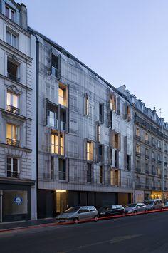 chartcorb prints iconic haussmannian façade on a parisian building