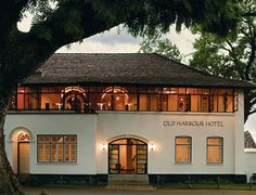 small hotel 12 Top Kochi Hotels and Homestays for All Budgets: Old Harbour Hotel Kerala Architecture, Tropical Architecture, Hotel Architecture, Colonial Architecture, Classic Architecture, Colonial House Exteriors, Modern Colonial, Harbor Hotel, Thai House