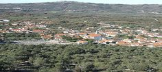 Foto panorâmico sobre a aldeia de Mendiga, Portugal