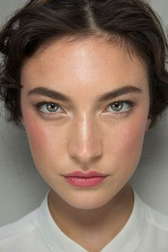 bold brows, luminous skin, soft pink cheeks and stained lips. Perfect description of a beautiful natural makeup look! Beauty Make-up, Beauty Hacks, Hair Beauty, Beauty Ideas, Beauty Tips, Beauty Style, Beauty Skin, Beauty Products, Bridal Makeup