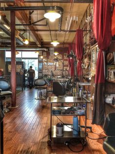 Tattoo Cafe, Tattoo Shop, Tattoo Studio Interior, Tattoo Station, Masculine Tattoos, Curtain Divider, Greaser, Dream Studio, Shop Layout