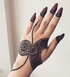 These stuning simple mehndi designs will suits you on every occassion. In Indian culture, mehndi is very important. On every auspicious occasion, women apply mehndi to show the importance of the occasion. Henna Hand Designs, Mehndi Designs Finger, Henna Flower Designs, Latest Henna Designs, Indian Mehndi Designs, Mehndi Designs For Girls, Mehndi Designs For Beginners, Mehndi Design Photos, Unique Mehndi Designs