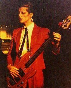 いいね!2,630件、コメント18件 ― Bass Player Magazineさん(@bassplayermag)のInstagramアカウント: 「Happy Birthday to the late Mick Karn of Japan. (July 24, 1958 – January 4, 2011) #bassplayer…」