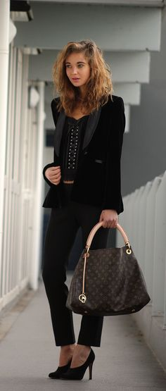 Gorgeous look in black outfits and black velvet blazer