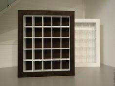 Купить или заказать Витрина-картина для коллекционных минифигурок Lego в интернет-магазине на Ярмарке Мастеров. Стильная и современная витрина-картина для коллекционных минифигурок Lego. Вмещает 25 шт. Ячейки 4,5 Х 6 см. Глубина ячейки - 4,5 см. Габариты витрины - 31,0 Х 36,0 Х 5,5 см. Оригинальная конструкция позволяет использовать витрину как настенную раму или как полку на столе, подоконнике. Можно поставить на подвесные полки. Для крепления на стену - предусмотрены специальные отверстия…