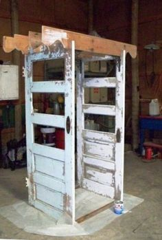 This came from the web site Flea Market Gardening and was titled Sue Gerdes door arbor beginnings Great idea for use of old doors Look at the whole article This picture w. Diy Garden, Garden Crafts, Garden Projects, Upcycled Garden, Garden Shade, Garden Kids, Garden Whimsy, Garden Junk, Fruit Garden