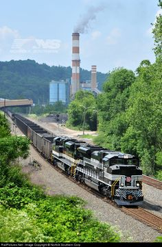 RailPictures.Net Photo: NS 1066 Norfolk Southern EMD SD70ACe at Courtney, Pennsylvania by Norfolk Southern Corp