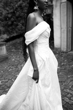 Structured Wedding Dresses, Wedding Designs, Wedding Styles, Minimalist Wedding Dresses, Bridal Style, Bridal Gowns, One Shoulder Wedding Dress, Wedding Inspiration, Couture