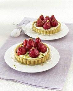 Tarteletts mit Eierlikör-Creme und Erdbeeren