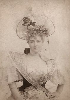 VINTAGE PHOTOGRAPHY: Lillian Russell 1890s