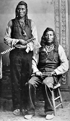 Déaxkaashitchish or Pretty Eagle and unidentified man (Crow) - 1883