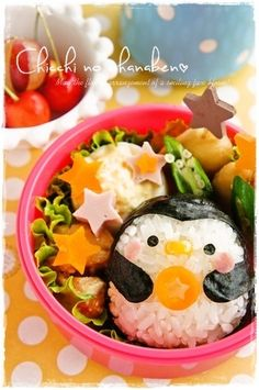 penguin onigiri bento (corn as beak? Cute Bento Boxes, Bento Box Lunch, Japanese Food Art, Japanese Sweets, Cute Food, Yummy Food, Good Food, Bento Kawaii, Bento Kids