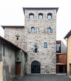 *중세시대 성의 복원을 통한 이탈리아 공공도서관 Gianluca Gelmini's Attentive Restoration of the Medieval Torre Del Borgo in Bergamo :: 5osA:…