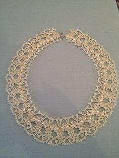 Elizabeth. Vintage ivory tatted lace necklace