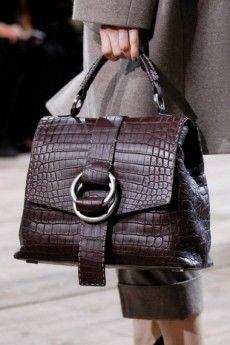 948febf4d6bc Сумки зимы 2017  фото самых модных итальянских сумок для зимы, стильные  тенденции Майкл Корс