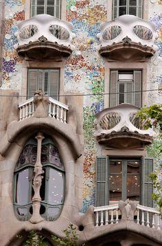La Casa Batlló, Antoni Gaudí. 1904-1906. 43 del Paseo de Gracia, Barcelona, Catalonia, Spain.