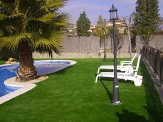 Poser gazon synthétique autour des piscines. #gazonsynthetique Plus d'information : http://www.gazonsynthetiqueiag.fr