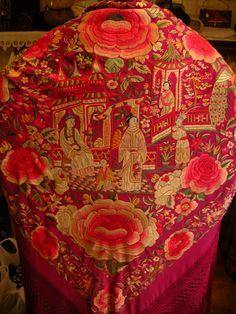 "MANTON DE MANILA ANTIGUA "" FRIVOLITE ANTIGUEDADES "" CALLE SAN VICENTE DE PAUL Nº 18 ZARAGOZA TLF. 976207778 frivolitte@telefo... Chinese Embroidery, Embroidery Art, Embroidery Designs, Embroidered Clothes, Embroidered Jacket, Wedding Cardigan, Silk Shawl, Pakistani Outfits, China Fashion"