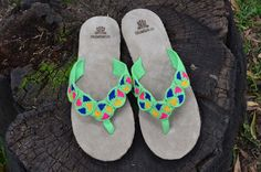 "Typical Wayuu Indian footwear called ""Wayrenas."" Handmade by a member of this tribe with a design called ""Disk"". www.colombiart.co Buy Shoes, Women's Shoes Sandals, Flip Flops, Footwear, Indian, Trending Outfits, Unique Jewelry, Handmade Gifts, Stuff To Buy"
