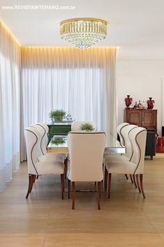 Tanto a arquitetura, quanto o projeto de interiores desta casa idealizado pela arquiteta Giuliane Midorikawa, remetem à sofisticação. Veja o projeto completo no site: http://www.comore.com.br/?p=25170 #revistainterarq #giulianemidorikawa #inspiracaoeuropeia #mesadejantar #projeto #arquitetura #interarqinterior #architecture #archdaily #cool #contemporary #decor #design #decoration #home #homestyle #instadecor #instahome #homedecor #interiordesign #lifestyle #modern #ideas #interiordesigns