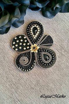 Zipper Jewelry, Beaded Jewelry, Jewellery, Felt Crafts Diy, Felted Wool Crafts, Brooches Handmade, Handmade Jewelry, Zipper Crafts, Ribbon Flower Tutorial