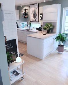 He could smash the stubble - The Home Decor Trends Best Kitchen Cabinets, Kitchen Cabinet Colors, Küchen Design, House Design, Interior Design, Home Decor Kitchen, Home Kitchens, Sweet Home, Interior Minimalista