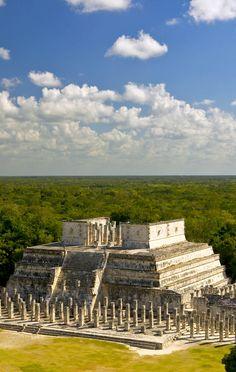 Vista de la ruina maya, el Templo de los Guerreros de Chichén-Itzá, Península de Yucatán, México