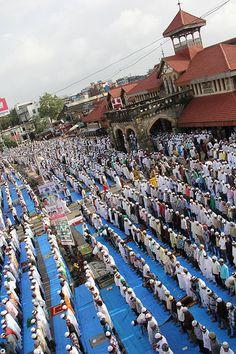 Bandra Station - Eid Ul Fitr Namaz 2012