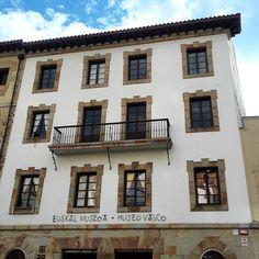 Vamos a culturizarnos un poquito #museo #vasco #euskal #museoa  #bilbao #europalowcost by europalowcost
