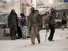 The Book of Eli: Denzel Washington prepares for a street fight Apocalypse Movies, Apocalypse Costume, Post Apocalypse, The Book Of Eli, Christian Films, Warrior Names, Michael Gambon, Ghost In The Machine, Making A Movie