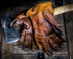 Tell us about or post your favorite bushcraft gloves. Leather, wool, cloth, rubber, whatever and tell us why you like them. Beverly Hills, Bushcraft Kit, Bushcraft Skills, Brown Leather Gloves, Super Cool Stuff, Leather Working Tools, Mens Attire, Outdoor Fashion, Mens Gloves