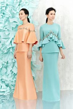 Raya coral & teal embroidered ensembles with ruffles. Muslim Fashion, Modest Fashion, Hijab Fashion, Fashion Dresses, Lovely Dresses, Simple Dresses, I Dress, Party Dress, Dress Pesta