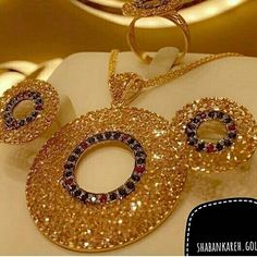 Gold Bangles Design, Gold Earrings Designs, Gold Jewellery Design, Bridal Jewellery Inspiration, Bridal Jewelry, Emerald Jewelry, Gold Jewelry, Jewelry Patterns, Jhumar