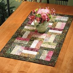 Simple, Pretty Table Runner..... This is the pattern I am going to use for the baby scrap blanket.