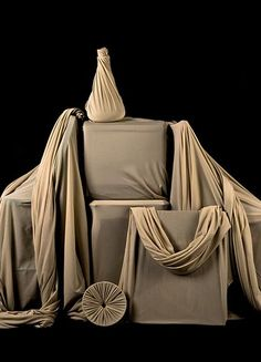 Draped neutral fabric still life. Prop making, prop styling and still life photo. Drapiertes Still Stylus, Fabric Photography, Neutral, Prop Making, Still Life Photos, Prop Styling, Fabric Textures, Exhibition Booth, Art Themes