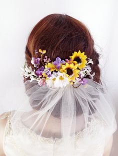 Perfect for a country wedding or special occasion: a romantic floral hairpiece combining sunflowers, daisies, and jasmine blossoms. Pearl accents throughout. Nestle it along the graceful curve of your updo, or wear above a veil!  – SIZE: approximately 6 long – COLORS: yellow, lilac, white, green – ATTACHES: with a metal hair clip – MADE TO ORDER, ships in 1-2 weeks. Rush service also available.  –––– SHIPPING / POLICIES –––– I ship world-wide. All items are carefully made to order, and are…