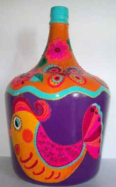 botellon dama juana pintado con acrilicos y pintura relieve Empty Wine Bottles, Painted Wine Bottles, Bottles And Jars, Creative Crafts, Diy And Crafts, Arts And Crafts, Glass Bottle Crafts, Bottle Art, Bottle Painting